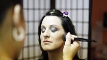 Čas na profesionální make-up ...
