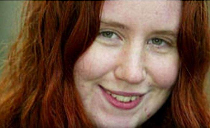 Rosie Reid obdržela 13300 liber od 44 letého podnikatele. Po celou dobu stála před dveřmi pokoje její lesbická přítelkyně. Po aktu prý obě dívky jen plakaly a plakaly...