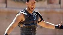 Russell Crowe v Gladiárotovi vypadal jednoduše skvěle.