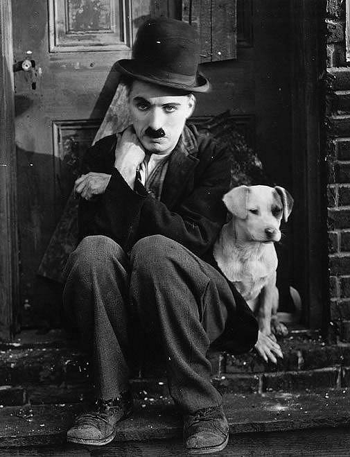 """Charlie Chaplin: Když mu kněz řekl: """"Nechť se Pán smiluje nad vaší duší,"""" Charlie zavtipkoval: """"Proč ne?"""""""