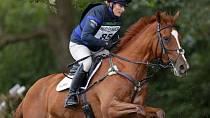 Zara Tindall se stejně jako její matka věnuje jezdectví.
