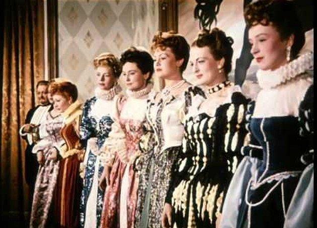 Do rolí dvorních dam byly obsazeny nejkrásnější české manekýny.