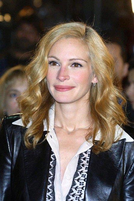 Platinovou blond měla jen na chvíli.