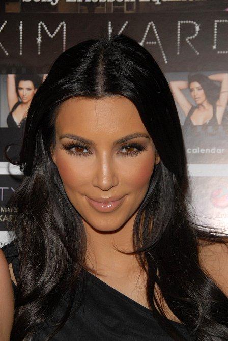 Kim Kardashian je královnou stínování. Začátky ale byly krušné.