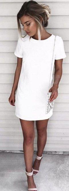 Takové šaty užijete na každou příležitost, stačí jen správně zvolit doplňky.