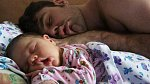 Proč nenechávat malé dítě s tatínkem o samotě?