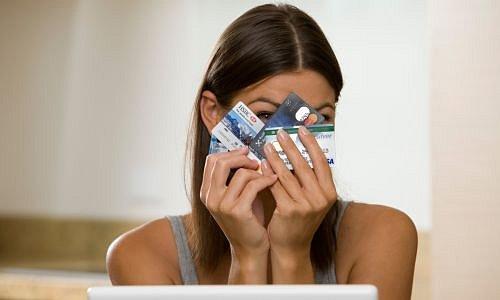 Žena s platební kartou