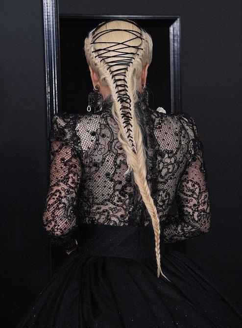 Účes Lady Gaga vypadal trochu strašidelně.
