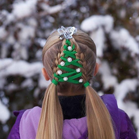 Vánoce se blíží. Popusťte uzdu fantazii a pohrajte si s účesem a manikúrou.