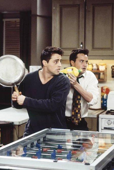 Matthew Perry se v seriálu Přátelé ukázal jako brilantní komik.