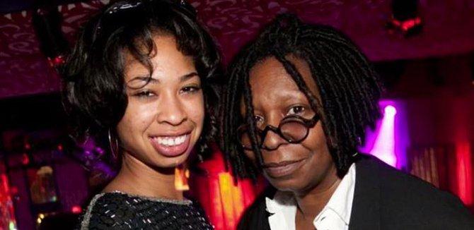 Alexandria se stejně jako její matka stala herečkou, producentkou a také mladou maminkou. Dcera Amarah Skye se jí narodila ve 14, Whoopi se tak stala v 31 letech babičkou...