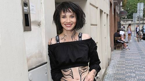Z Jany se kvůli roli Kristýny ve filmu Gump stala černovláska s přezdívkou Sušenka