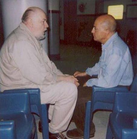 S Philipem Carlem, autorem knihy navázal podivuhodné přátelství a řekl mu celý svůj příběh.
