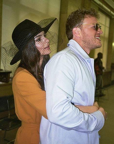 Emily se svým panem božským.