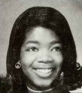Oprah Winfrey - když jí bylo 14, zjistila, že je těhotná. Své těhotenství všemožně tajila, dítě se narodilo mrtvé. Otec jí řekl, že tím dostala druhou šanci.