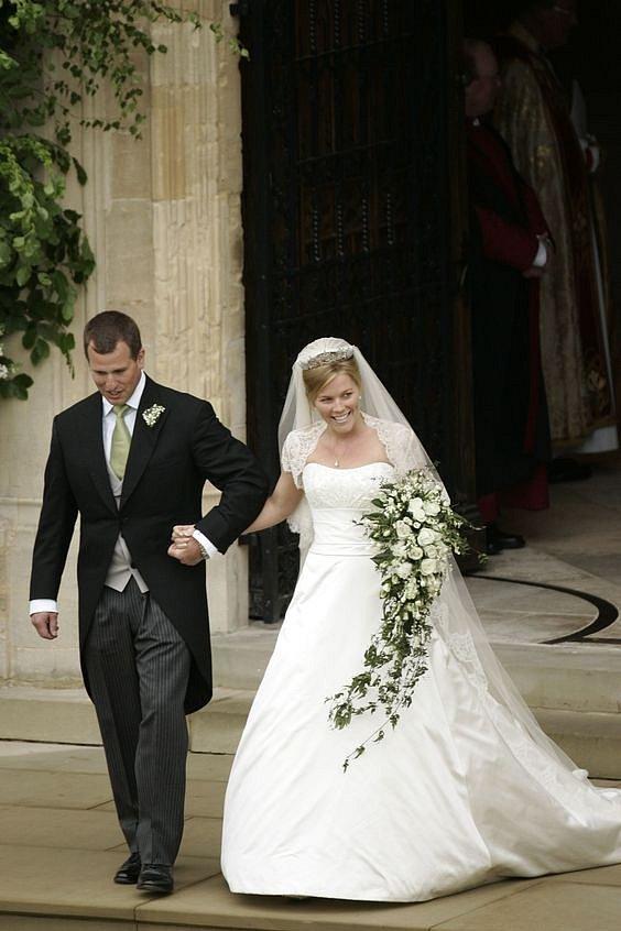 Šaty Autumn v roce 2008. Autumn je manželka Petera, který je synem princezny Anny a e nejstarším vnoučetem královny Alžběty II.