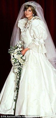Diana Spencer, když se vdávala za Charlese v roce 1981.