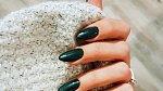 Zelená sice není barvou sezony, ale na nehtech udělá parády dost! Temně zelený odstín je v kurzu!