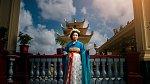 Mulan jako starší královna. Dostatečně důstojná a vážná. Máma Dorothy Mandy Rhode.