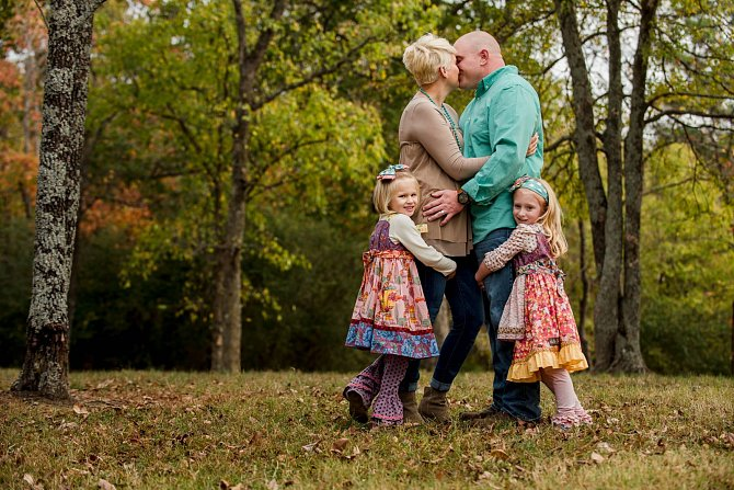 Oba měli z předchozích manželství dcery ve stejném věku. Jsou jako dvojčata.