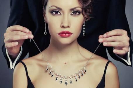 """Příběh Kamily: """"Spím s ním za šperky a dárečky!"""""""