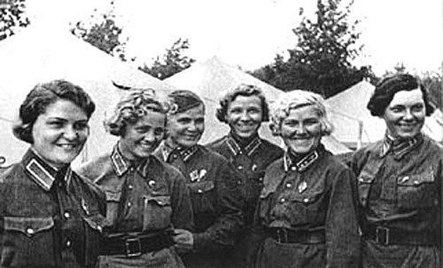 Členky 588.nočního bombardovacího leteckého pluku
