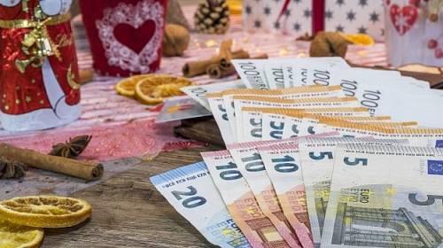 Peníze na vánoce.