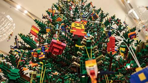 Přijďte nám pomoci ozdobit obrovský LEGO® vánoční strom!