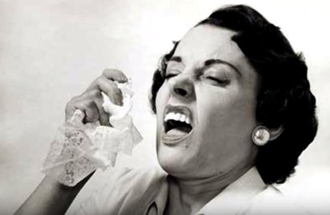 Jednou ze zajímavých antikoncepčních technik bylo dřepování po aktu s nutností si kýchnout. Výsledek byl prý zaručen!