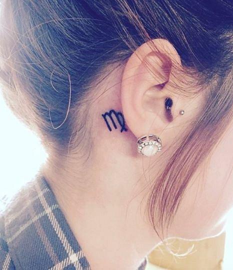 Tetování za uchem - znamení horoskopu