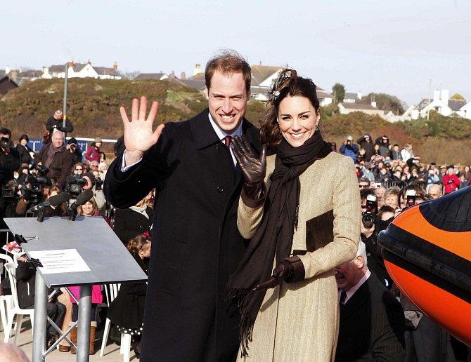 Kate a William 24. února 2011 na ceremonii pojmenování lodi v Trearddur v severním Walesu.