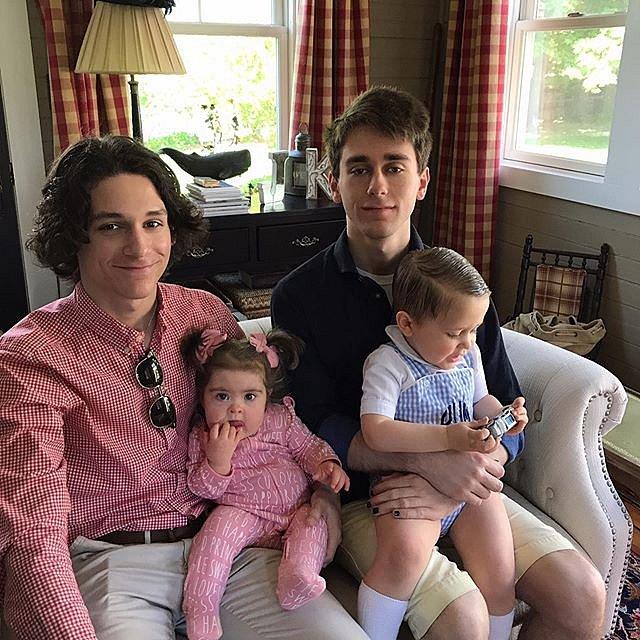 Všichni čtyři sourozenci pohromadě.