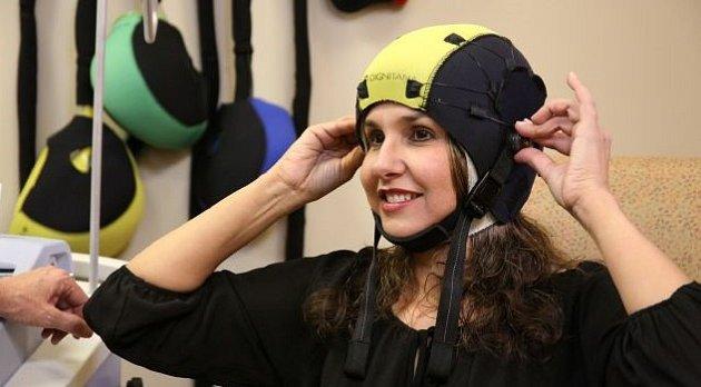 DigniCap-zařízení proti vypadání vlasů při chemoterapii.