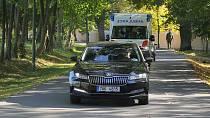 Miloše Zemana převezli na jednotku intenzivní péče