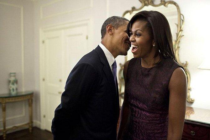 Barack svou ženu rád baví, 2011