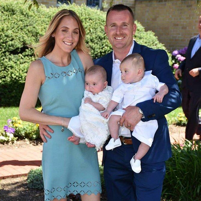 Nicole a Kevin jsou šťastní rodiče.