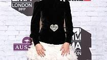 Zara Larsson se na akci převlékla.