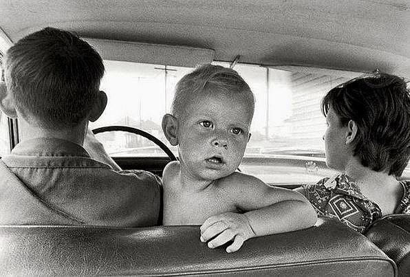 V roce 1972 se autosedačky rozhodně neřešily...