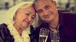 Boris Slivka s maminkou Majou Vlešicovou, která je slovenská herečka a zpěvačka.