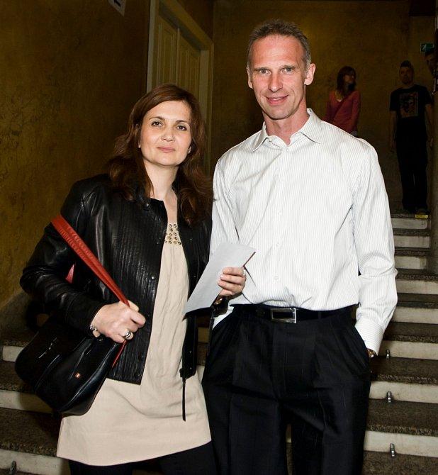 Dominik Hašek byl 23. let ženatý.