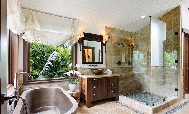 Soukromá koupelna u ložnice Pink a Careyho.