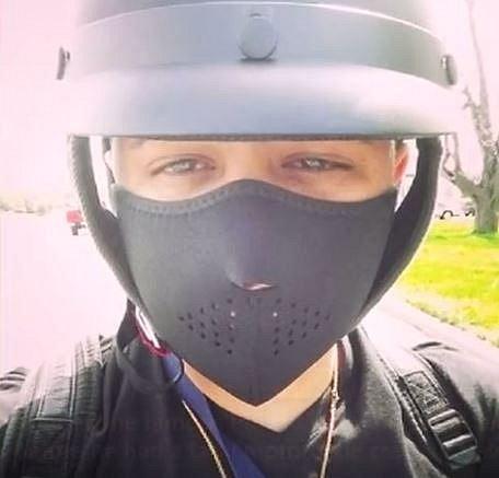 Portorický muzikant Jadiel zveřejnil tuto fotografii na svém instagramovém účtu pár minut před tím, než havaroval se svou motorkou a nehodu bohužel nepřežil.