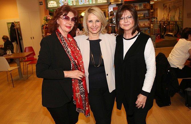 Saskia Burešová s bývalými kolegyněmi