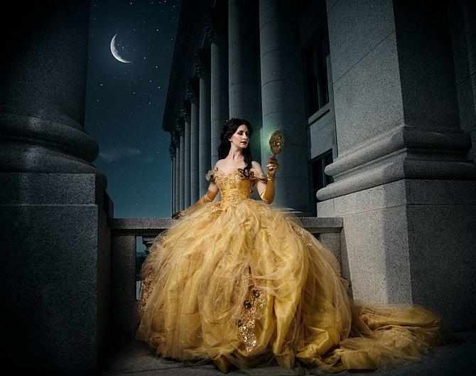 Krásku Bellu z Krásky a zvířete zvěčnila na fotce Anastasia Skoppe.