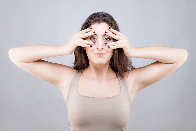 Znáte pojem obličejová jóga? Procvičování mimických svalů oddálí tvorbu vrásek.