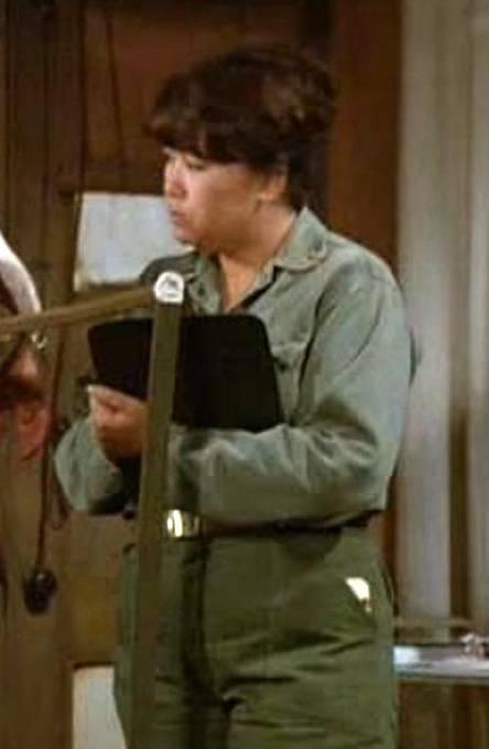 Kellye Nakahara: Rázná sestra poručík Kellye Yamato si po seriálu M.A.S.H. zahrála mnoho menších epizodních rolí v televizi a filmu.