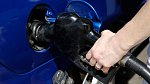 Udržujte ukazatele benzinu vždy nad půlkou, nikdy pod půlkou.