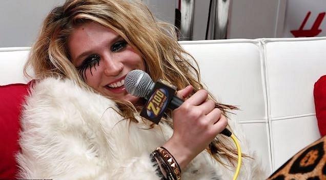 Kesha se koupelně spíše vyhýbá, tvrdí, že časté mytí nepropívá jejímu tělu.