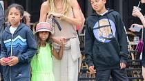 Heidi se svými třem dětmi, má ještě starší dceru Leni, ta ale není dcerou Seala.
