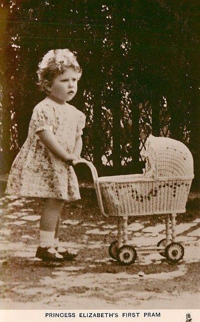 Alžbětin strýc Eduard VIII. změnil směr jejího života. Stala se přímou následnicí trůnu.